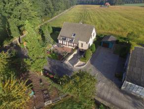 Landelijk gelegen villa met stallen op ruim 3,5 ha gelegen op uitzonderlijk locatie omgeven door weilanden en Natuurreservaat De Liereman. De woning o