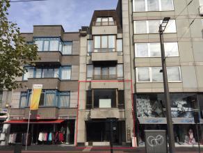 Goed gelegen handelspand winkel/kantoor op 2 verdiepingen (glvl + 1e).