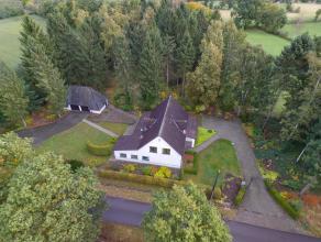 In de rustige, groene omgeving van Meerhout vindt u deze mooie villawoning afgewerkt met duurzame materialen. De woning omvat een inkomhal met gastent