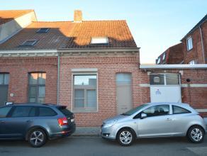 Gezellige stadswoning in het centrum van Turnhout met 2 à 3 slaapkamers en binnenkoer.Via de ruime inkomhal heeft u toegang tot een kleine berg