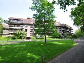 Uiterst luxueus bemeubeld gelijkvloersapp. (220 m²) RJ 2008 met gezellige woonkamer, luxueuze keuken, groot terras en tuin, verder nog 3 slaapkam