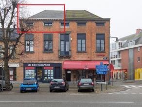 Gezellig duplex appartement met 2 slaapkamers in het centrum van Hoogstraten.Tweede verdieping: Woonkamer, open volledig geïnstalleerde keuken, r