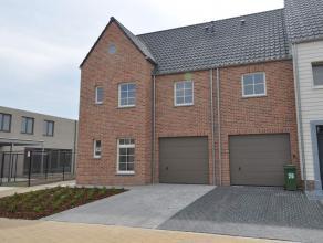 Deze nieuwbouwwoning is gelegen te Turnhout op een steenworp van het centrum en vlakbij scholen. De woning beschikt over een inkomhal met gastentoilet