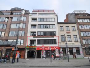 Bijzonder ruim en perfect onderhouden appartement van ca. 140 m² gelegen op de 1ste verdieping met schitterend zicht op de Grote Markt.