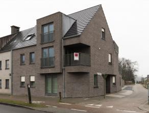 Recent appartement op de eerste verdieping op een boogscheut van het centrum van ArendonkIndeling: Via de inkomhal toegang tot de woonkamer met ingeri