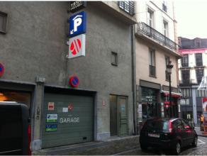 De wijk aan de Beurs in Brussel is een van de meest actieve wijken van de hoofdstad. De parking van het Marriott hotel zal het humeur van alle bezoeke