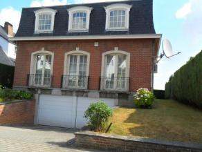 Belle villa avec CINQ CHAMBRES, TERRASSE, JARDIN dans un quartier résidentiel à proximité de l'école Brittish et le parc d