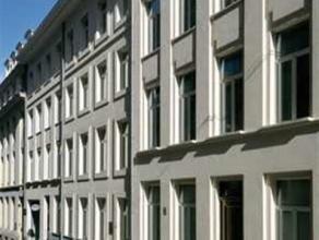 In een luxe gebouw in perfecte staat, mooie moderne duplex appartement van 158m² gelegen nabij het Blv Regent, Porte de Namur. Dit appartement he