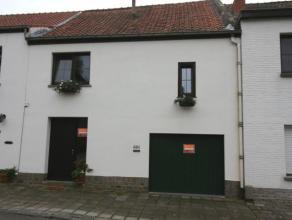 Maison de village dans un quartier très calme, rue cul de sac qui donne sur le parc de Tervuren. Vous y trouvez un living qui donne sur la terr