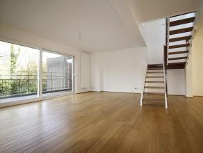 Situé à deux pas de la Tour japonaise et de l'Atonium, superbe appartement duplex penthouse moderne de +- 200m² dans un petit immeu