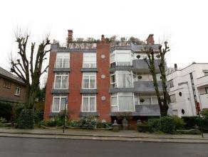 Gelegen in de buurt van Roosevelt te midden van ambassades en luxe gebouwen, 2 stappen van het Bois de la Cambre en het vervoer ingericht appartement