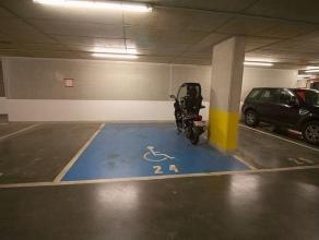 Gelegen in het hart van Europa en haar instellingen, in de buurt van het Parlement en het Leopoldpark, een ondergrondse parkeerplaats met afstandsbedi
