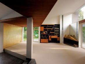 Villa de plain pied de +- 180m². Entouré d un superbe jardin de 1300 m2. Se compose de 3 chambres, 1 salle de bains, 1 salle de douches, h