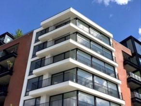 Op een steenworp Tour en Taxi, langs het kanaal, modern appartement +- 100m ² bestaat uit 2 slaapkamers met parket, badkamer met toilet, badkamer