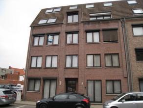 Appartement op 2e verdieping in het centrum Kolmen 7-2,  Tessenderlo. Indeling: living, keuken volledig ingebouw, gaanderij met berging voorzien van a