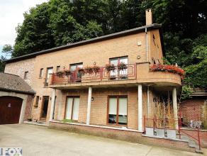 Spacieux (+/- 360 m²) duplex/triplex niché dans une propriété privée, verdoyante et sécurisée, à