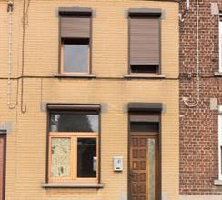 Belle maison à rafraichir situé dans une rue à sens unique. Travaux déjà effectué: chauffage centrale au gaz