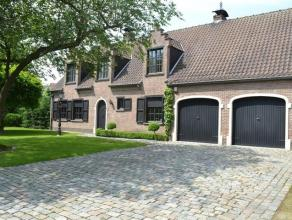 Zeer ruime (+/- 275 m²) karaktervolle villa met mooie aangelegde en verzorgde tuin op 998 m² vlakbij het centrum van Kontich maar met een ze
