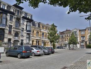 Zeer ruime loftwoning gelegen achter een prachtige Art nouveau gevel. Dit voormalig pakhuis is door zijn nuttige oppervlakte van 300 m² en brede