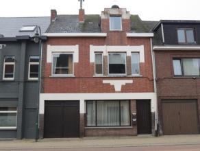 Gebouw bestaande uit 2 vergunde appartementen met terras gelegen in het centrum van Balen. Het pand bestaat uit een gelijkvloersappartement en een dup