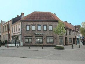 Woning met handelsruimte gelegen op de markt van Beringen. Op het gelijkvloers bevindt zich een goeddraaiend café met keuken, toiletten en een