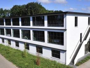 Modern gerenoveerd multifunctioneel gebouw en/of opslagplaats te Mol Gompel. Dit complex heeft een uitstekende ligging, goed zichtbaar nabij het kanaa