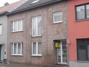 Nabij het centrum goed gelegen duplex appartement. Verder bestaat dit appartement uit een living, ingerichte keuken. De badkamer is voorzien van een l