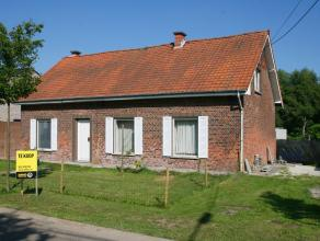 Op te frissen open bebouwing op 8a18ca met 3 slaapkamers.Deze woning bestaat uit de leefruimte, keuken, badkamer en slaapkamer. De badkamer en keuken