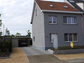 Recent gerenoveerde woning met 3 slaapkamers gelegen te Mol Achterbos. Verder bestaat de woning uit een leefruimte, ingerichte keuken en aparte bergpl