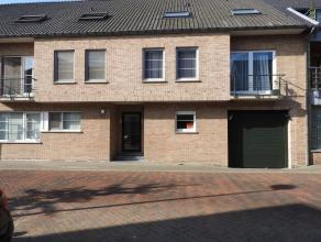Centraal gelegen, duplexappartement met 2 slaapkamers in het centrum van Tessenderlo. Dit instapklaar appartement bestaat uit een inkomhal met gastent