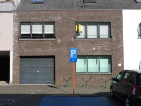 Instapklaar duplex-appartement met 2 slaapkamers in Tessenderlo. Via de lift komt u terecht in het appartement op de eerste verdieping. U komt binnen