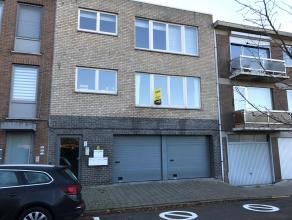 Instapklaar appartement met twee slaapkamers gelegen op de eerste verdieping. Verder bestaat dit appartement uit een leefruimte, ingerichte keuken, af