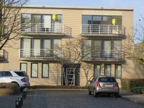 Luxueus appartement op de tweede verdieping met twee slaapkamers op een boogscheut van het centrum van Tessenderlo. U komt binnen in de inkomhal met t