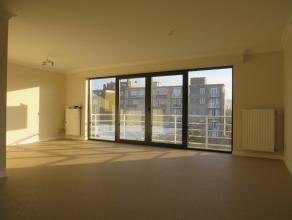 Modern appartement op de tweede verdieping met twee slaapkamers op loopafstand van het winkelhart van Tessenderlo. U komt binnen in de inkomhal met to