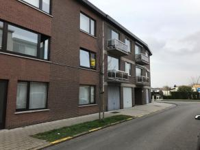 Appartement gelegen op de eerste verdieping met drie slaapkamers. Verder bestaat dit appartement uit een open leefruimte met aparte eethoek en zithoek