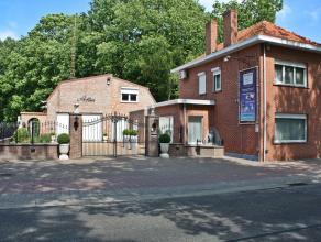 Ruime woning met kantoren, werkplaats en magazijn.<br /> <br /> Gunstige ligging, vlotte bereikbaarheid langs de verbindingsweg Meerhout - Geel. Nabij