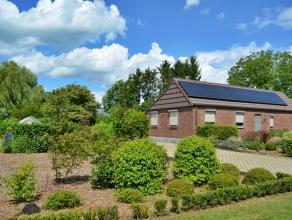 Verzorgde en energiezuinige, alleenstaande gelijkvloerse woning met 3 slaapkamers en een prachtige tuin op 23a 85ca te Meerhout.<br /> De breedte van