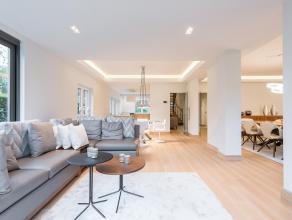 Dans le quartier du Prince d'orange, belle villa meuble entirement rnove en 2017 d'une superficie de 270 m. La villa, l'intrieur design, se compose au