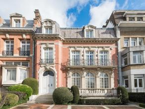 Magnifique Hôtel particulier de style Parisien construit en 1930. Il bénéficie d'une belle largeur de façade de 12 m&egrave