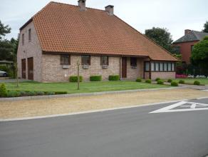 Zeer gunstig gelegen woning op een perceel van 9are 57ca. met een bewoonbare oppervlakte van 240m² , op korte afstand van winkels, nabijheid van