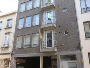 Zeer verzorgd, energiezuinig en instapklaar appartement op de 1ste verdieping met een zuid gericht terras van 22 m² !. Gelegen op enkele stappen