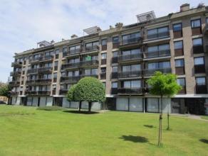 Verzorgd en ruim appartement met 2 terrassen en lift op de 3 de verdieping. Zeer gunstig gelegen net buiten het centrum van Lier, op korte afstand van