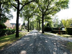 Op een schitterende locatie aan de rand van Vriesdonk vindt u dit prachtig perceel grond met een breedte van 9m aan de straat en een totale oppervlakt