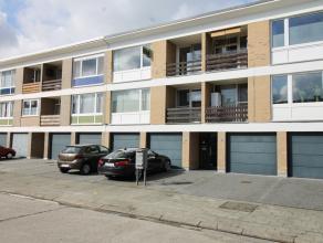 Op de 2e verdieping vindt u dit appartement gelegen in een rustige woonwijk vlak bij het Veltwijckpark. Het beschikt over een ruime inkomhal, open lee