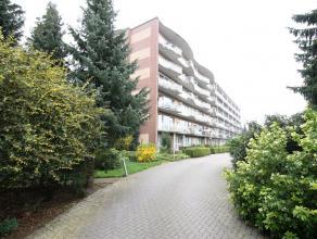 Dit appartement is gelegen 4e verdieping nabij het treinstation van Ekeren. Het beschikt over een leefruimte met open keuken en aangrenzend een terras