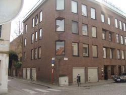 Zeer ruim, instapklaar hoekappartement gelegen op de eerste verdieping in hartje centrum.