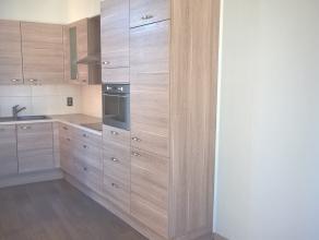 Appartement met 1 slaapkamer op de tweede verdieping met bewoonbare oppervlakte van 51m². Indeling: Leefruimte op laminaat (31m²). Nieuwe op