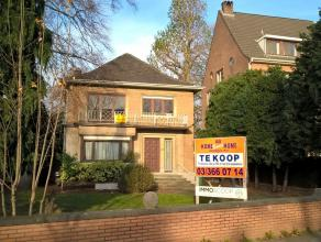Een vrijstaande villa met grote privétuin in Deurne kopen is als een naald in een hooiberg zoeken. Deze weliswaar te renoveren woning is struct