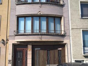 Dit gebouw wordt in zijn geheel verkocht hoewel beide appartementen een eigen KI hebben. De appartementen (90 m²) zijn omzeggens identiek aan elk