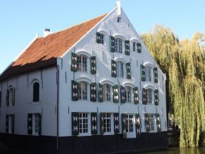 DE FORTUIN, een statig historisch pand, gelegen in het centrum van de stad Lier, werd omgebouwd tot twee luxe- appartementen. Op iedere verdieping sto